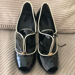 Preowned Black with white Gucci booties